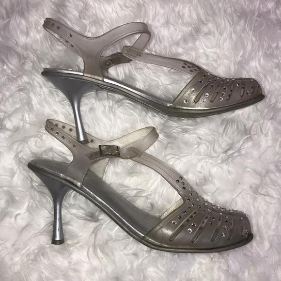 02aa249fb3a2 Stuart Weitzman Melissa jelly clear heels 8. M 5b030c8f6bf5a6bcf0385b93